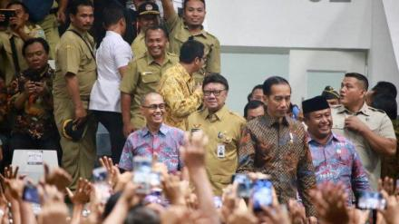 Mendagri dan Presiden Jokowi Bertemu Para Perangkat Desa di Istora